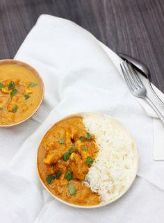 Laissez-vous séduire par notre curry de poulet très simple à réaliser. La douceur du lait de coco et du poulet, le pep's des épices...Notre recette de curry de poulet est à classer sans conteste au rayon des préparations accessibles à tous les cuisiniers.