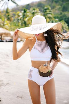 Robin Piccone white mesh bikini - high waisted, high neck, all class! Style Casual, My Style, Looks Pinterest, Southern Curls And Pearls, Summer Outfits, Cute Outfits, Cute Bathing Suits, Cute Swimsuits, Beachwear For Women