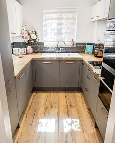 surprising small kitchen design ideas and decor 18 ~ Modern House Design Grey Kitchen Designs, Kitchen Room Design, Kitchen Layout, Interior Design Kitchen, White Kitchen Decor, Home Decor Kitchen, New Kitchen, Home Kitchens, Kitchen Modern
