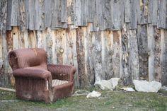 LOS MUEBLES ABANDONADOS  http://www.culturamas.es/ocio/2012/03/25/los-muebles-abandonados/