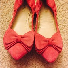 Miu Miu bow ballet flats size 6 pink color Not really worn. Fuchsia calfskin good leather. Size 6 Pink color. Comes w original box Prada Shoes Flats & Loafers