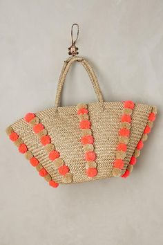 searching for a summer go-to bag! check out my 5 favorite raffia beach totes over on jojotastic.com