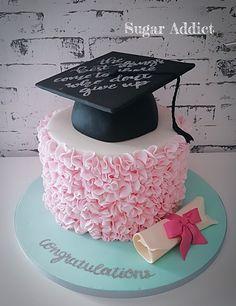 by Sugar Addict by Alexandra Alifakioti Graduation Cake Designs, College Graduation Cakes, Graduation Party Desserts, Graduation Party Planning, Graduation Look, Graduation Celebration, Grad Parties, Graduation Photoshoot, Party Cakes