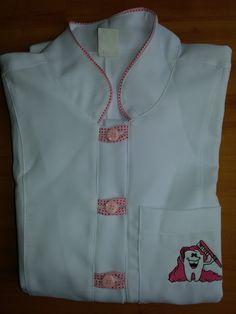 Jaleco Feminino Trançado Odonto #labcoat #Uniforms #Fashion #Style #Nurse #Medical #Apparel #rendasetramas