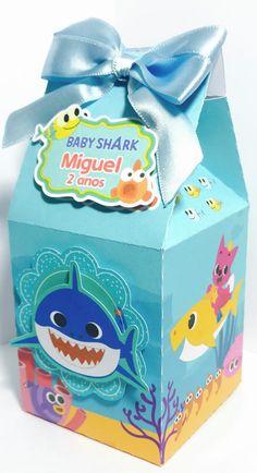 lembrancinha baby shark caixa de leite Free Monogram, Monogram Fonts, 2 Baby, Shark Party, Ideas Para Fiestas, Baby Shark, 2nd Birthday, Cake Toppers, Sewing Patterns