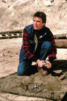 Richard Dean Anderson as MacGyver in Target MacGyver season 1