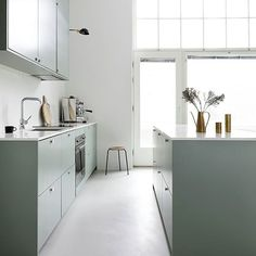 Personal kitchens, wardrobes and storage units built on IKEA cabinet frames. Quality and design for a reasonable price. Fixer Upper, Kitchen Design Open, Ikea Cabinets, Blue Cabinets, Scandinavian Kitchen, Nordic Kitchen, Diy Kitchen Decor, Dining Nook, Minimalist Kitchen