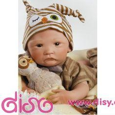 <p>Muñecas Bebés Reales - Recién nacido con búho - 40cm, tierno y adorable bebé con sus ojos negros, mirada inocente y su boquita hacia abajo, no podrás resitirte a llevártelo.</p> <p>Con cuerpo como un bebé de verdad, este pequeño buhíto está listo para divertirse con su conjunto a rayas en tonos marrones, patucos y gorrito a juego. Además lleva su adorable peluche compañero de búho y su toquilla también bordada con un gracioso búho. Va en una exquisita caja para las más exigentes ...