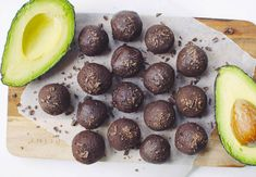 Chocolate truffles with avocado (A Million Miles) Avocado Cake, Avocado Dessert, Ripe Avocado, Paleo Recipes, Great Recipes, Cooking Recipes, Vegan Dishes, Vegan Desserts, Best Christmas Recipes
