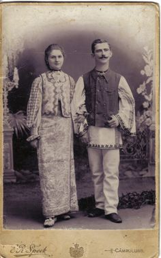 Traditional popular costumes from Muscel area - Romania Popular Costumes, City People, Folk Costume, Pagan, Old Photos, Ethnic, Textiles, Culture, Traditional