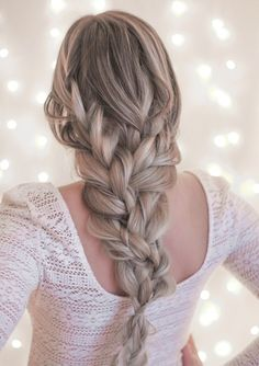 This simple style takes the standard braid look to something that will stand out. With a few easy-to-master steps and a couple of hair pins add a little something special, so you'll feel polished w… Night Hairstyles, Work Hairstyles, Braided Hairstyles Tutorials, Latest Hairstyles, Pretty Hairstyles, Thick Hairstyles, Hair Tutorials, Style Simple, Pinterest Hair