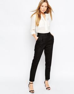 e89c5bcb641 Highwaisted Trousers with Turn Up Detail in Linen