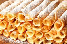 Jemné rozplývající se palačinky podle babiččina receptu: Garantujeme, že lepší jste opravdu v životě nejedli! Yams, Hot Dog Buns, Nutella, Snack Recipes, Food And Drink, Chips, Favorite Recipes, Sweets, Bread