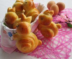 Come realizzare dei simpatici e sofficissimi coniglietti di Pasqua in pasta brioche. Si tratta di un impasto molto versatile, adatto sia col dolce che col salato. Ricetta con tutorial passo per passo per realizzare i coniglietti pasquali.
