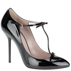 Gucci T-Bar pump in black patent leather, from Autumn Winter 2013 collection. www.wunderl.com