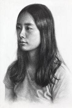 1. 스케치 2. 어두운색과 면을 긴 선으로 초벌 3. 주제부 어둠을 강조하며 중간톤 채색 4. 묘사, 밝은 면과 하이라이트 정리, 마무리 pencil drawing, pencil dessin, portrait drawing, drawing progress, fa.. Pencil Portrait Drawing, Portrait Sketches, Drawing Sketches, Drawing Ideas, Human Drawing, Body Drawing, Figure Drawing, Female Portrait, Portrait Art