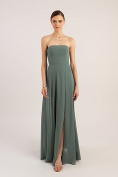 Yoo Bridesmaid Dresses Fall 2019 Modern strapless bridesmaid dress in eucalyptus green from Jenny Yoo Modern strapless bridesmaid dress in eucalyptus green from Jenny Yoo Modern Bridesmaid Dresses, Bride Dresses, Strapless Party Dress, Dress Party, Maid Of Honour Dresses, Dress Silhouette, Fall Dresses, Women's Fashion, Petite Fashion