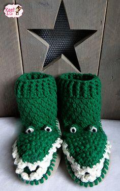 Keet & Co: Gratis haakpatroon pantoffels krokodil Crochet For Kids, Diy Crochet, Crochet Hats, Crochet Classes, Crochet Projects, Crochet Tutorials, Clothes Hooks, Crochet Slippers, Funny Outfits