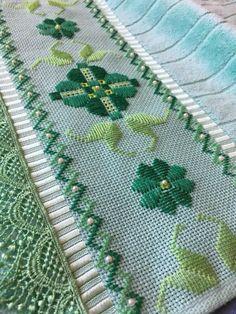 Bargello Needlepoint, Bargello Patterns, Needlepoint Stitches, Crochet Patterns, Blackwork Embroidery, Cross Stitch Embroidery, Hand Embroidery, Embroidery Designs, Bordado Tipo Chicken Scratch