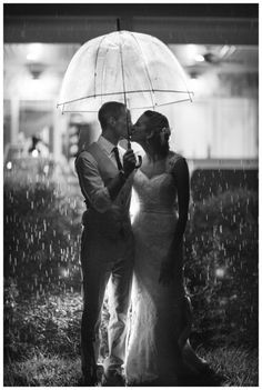 rain wedding picture Elle Meredith Photography
