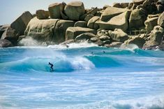 Why should tou come in Cape Town during the winter? Hout Bay and the beach of Llandudno, another paradise for (experienced) surf lovers. Cape Town Tourism, Le Cap, Cape Town South Africa, House By The Sea, Surf City, Mountain Hiking, Most Beautiful Cities, Plan Your Trip, Historical Sites