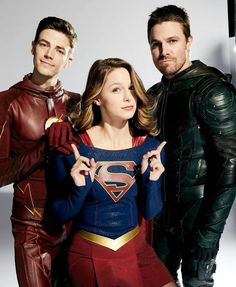 Grant Gustin (The Flash), Melissa Benoist (Supergirl), and Stephen Amell (Green Arrow) for EW. Melissa Marie Benoist, Supergirl Tv, Supergirl And Flash, Supergirl Drawing, Concessão Gustin, Series Dc, Flash Wallpaper, Superhero Shows, The Flash Grant Gustin