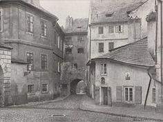 Špitálská branka k Novému Světu 1895 Great Photos, Old Photos, Heart Of Europe, Old Paintings, Bratislava, More Pictures, Czech Republic, Cities, Exterior