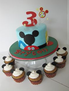 So thinking have my baby Parker's cake or cupcakes for his party, cupcakes with choc chip batter and whip icing with the small oreo cookies, he would eat all of it! Its simple too!