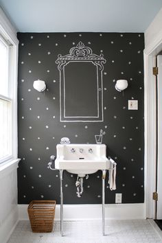 How adorable would this chalkboard wall be in a childs bath. Great job #NewJerseyIceCreamCompany (actually a design shop - how fun)