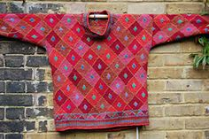 Ravelry: Red Diamonds sweater pattern by Kaffe Fassett. Looks more stunning 'in person. Knitted Christmas Stockings, Christmas Knitting, Fair Isle Knitting Patterns, Knitting Designs, Knitted Baby Blankets, Textiles, How To Purl Knit, Square Quilt, Red Diamonds
