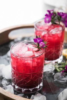 Mezcal Cocktails, Fruity Cocktails, Easy Cocktails, Non Alcoholic Drinks, Cocktail Drinks, Cocktail Recipes, Cocktail List, Sweet Cocktails, Bourbon Drinks