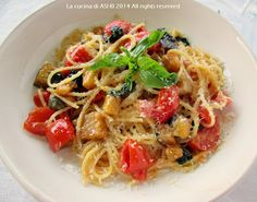 Gli spaghetti melanzane capperi e altro sono il primo piatto della giornata, ingredienti estivi davvero ottimi!!! Ricetta spaghetti con melanzane