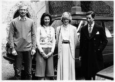 Abschied im Innenhof des Schlosses: Hans-Adam, Marie, Diana und Charles 1983 (von links). Bild Landesarchiv/Klaus Schädler