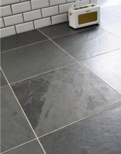 Cool slate floor with subway tiles (dark grout). Inspiration for cottage bathroom redesign. Crazy Kitchen, Loft Kitchen, Slate Flooring, Rubber Flooring, Slate Shower, Grey Floor Tiles, Bathroom Goals, Bathroom Ideas, Metro Tiles
