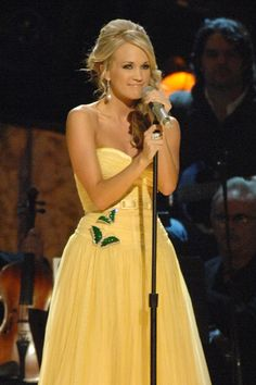 Carrie Underwood is so wonderful Carrie Underwood News, Carrie Underwood Pictures, Beautiful Person, Beautiful People, Yellow Gown, Celebrity Outfits, Celebs, Celebrities, Mellow Yellow