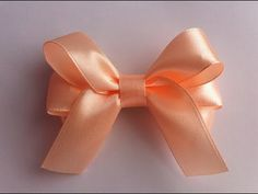 Beautiful bows of satin ribbons with your own hands Kanzashi DIY Kanzashi Tutorial, Ribbon Flower Tutorial, Bow Tutorial, Gift Ribbon, Ribbon Hair Bows, Ribbon Work, Ribbon Crafts, Tutu Diy, Bow Template