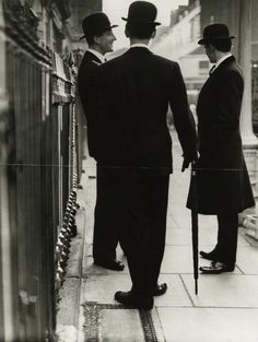 Love Me A Man In A Bowler Hat! - New Mayfair Edwardians / Norman Parkinson Teddy Girl, Norman, Vintage Men, Vintage Fashion, Vintage Images, Street Photography, Fashion Photography, Jm Barrie, Foto Poster