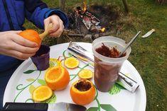 Tag appelsiner og kagedej med i haven og bag appelsinkage på bål i appelsinskallen.