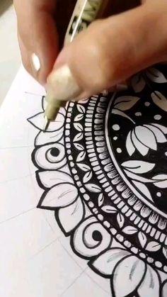 Mandala Art Therapy, Mandala Art Lesson, Mandala Artwork, Doodle Art Drawing, Mandala Drawing, Henna Mandala, Art Drawings Beautiful, Art Drawings Sketches Simple, Paper Art Design
