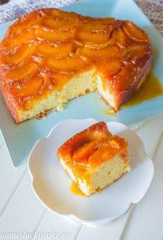 Prajitura rasturnata cu piersici si caramel O adevarata gustosenie de sezon. Piersici aromate se imbina perfect cu aluatul moale si dens.