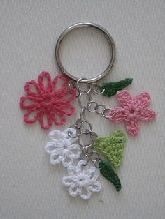 Crochet Flower Key Ring | Flickr - ༺✿Teresa Restegui http://www.pinterest.com/teretegui/✿༻