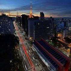 """Apesar de conhecida como """"a mais paulista das avenidas"""", a Avenida Paulista foi idealizada por um engenheiro nascido no Uruguai.   25 fotos que são uma declaração de amor à avenida Paulista"""