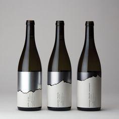 Serie of three bottles of white wine Wine Bottle Design, Wine Label Design, Wine Bottle Labels, Wine Packaging, Food Packaging Design, Best Alcohol, Wine Logo, Alcohol Bottles, Wine Brands