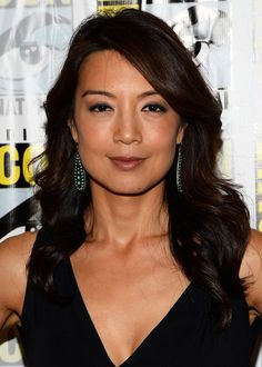 Ming-Na Wen Long Wavy Cut - Ming-Na Wen's soft waves showed off her black and brown tresses beautifully. Soft Waves, Soft Curls, Famous Celebrities, Celebs, Melinda May, Ming Na Wen, Chic Hairstyles, Gorgeous Hairstyles, Hairstyle Ideas