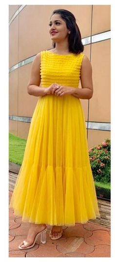 Fancy Blouse Designs, Stylish Dress Designs, Designs For Dresses, Stylish Dresses, Girls Frock Design, Long Dress Design, Indian Gowns Dresses, Indian Fashion Dresses, Frock Fashion