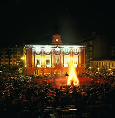 Fiesta de San Xuan, Mieres (Asturias) el fuego para iluminar la noche, noche mágica de fuego y agua con rituales y leyendas muy antiguos