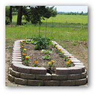 Above Ground Garden i like this one, website has a layout guide and tips for success Oberirdischer G Vegetable Garden Planner, Vegetable Garden Design, Garden Tools, Vegetable Gardening, Garden Site, Container Gardening, Building A Raised Garden, Raised Garden Beds, Raised Beds