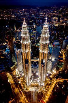 Petronas tower in Kuala Lumpur, Malaysia Malaysia Truly Asia, Malaysia Travel, Futuristic Architecture, Amazing Architecture, Kuala Lampur, Petronas Towers, City Wallpaper, City Aesthetic, City Lights
