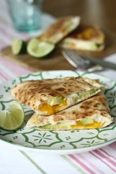 Quesadilla cu avocado si ou Quesadilla, Tortillas, Grapefruit, Cheddar, Bacon, Avocado, Brunch, Mexican, Breakfast