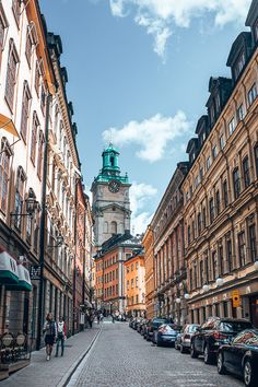 A Fantastic Stockholm Itinerary: 2 Days In The Swedish Capital Streets of Stockholm - Sweden Places To Travel, Places To See, Travel Destinations, Food Places, Costa Rica Reisen, Sweden Cities, Hotel Am Strand, Voyage Suede, Europa Tour